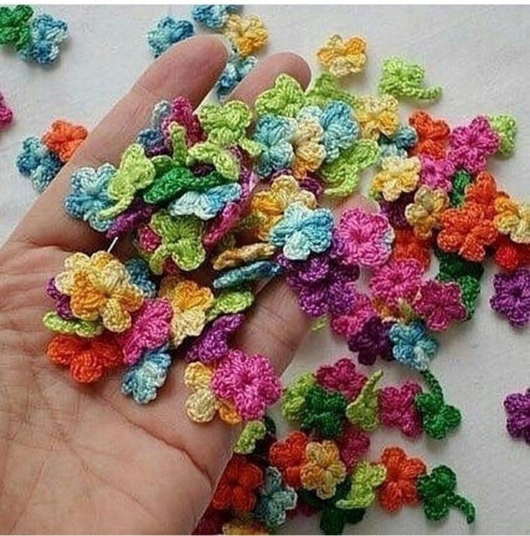 Mini Flowers and Leaves for Crochet Jewelry. Free Patterns